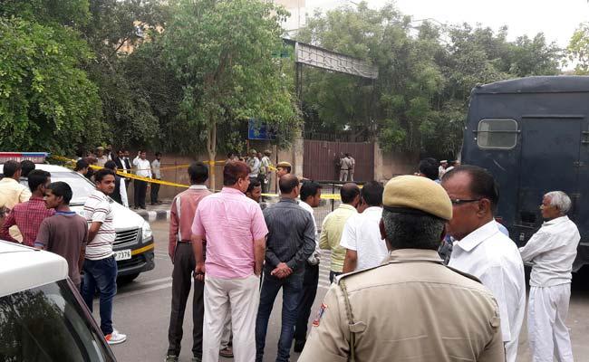 दिल्ली : रोहिणी जिला अदालत के बाहर विचाराधीन कैदी की गोली मारकर हत्या