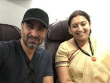 Ronit Roy Meets Kyunki Saas Bhi Kabhi Bahu Thi Co-Star Smriti Irani On A Flight