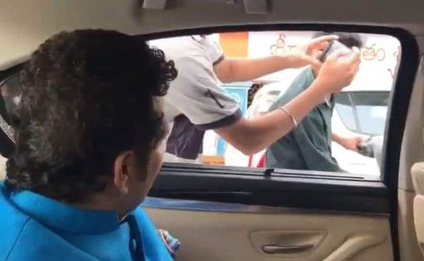 Sachin Tendulkar stops car to spread road safety awareness