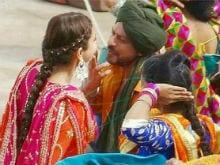 Shah Rukh Khan, Anushka Sharma In New Pics From Sets In Punjab