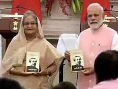 नरेंद्र मोदी और शेख हसीना ने शेख मुजीबुर की आत्मकथा का हिंदी अनुवाद किया जारी