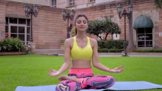 shilpa does yoga