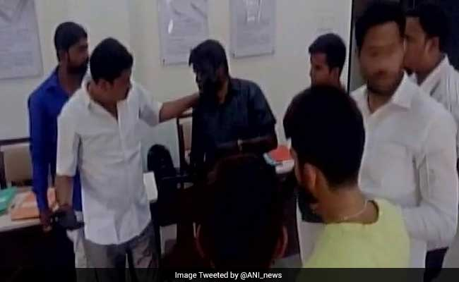 On Camera, Shiv Sena Targets Nagpur Lecturer Accused Of Molestation With Ink