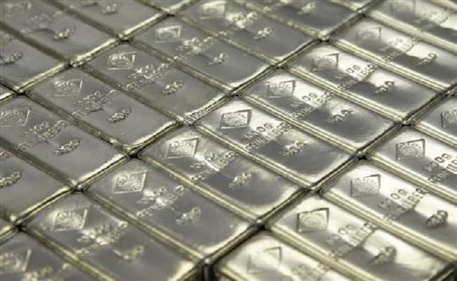 Silver Plunges Rs 354, Hurt By Global Cues