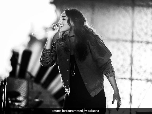 Sonakshi Sinha Argues With Singer Armaan Malik Over Her Bieber Gig, Mistakes Him For Brother