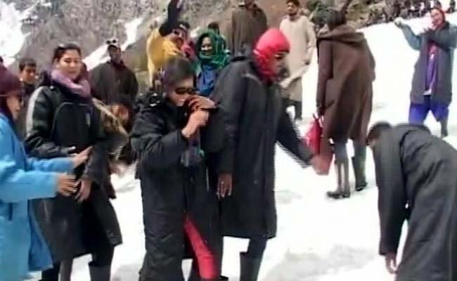 As Heatwave Continues, Tourists Flee To Snow-Clad Mountains Of Kashmir