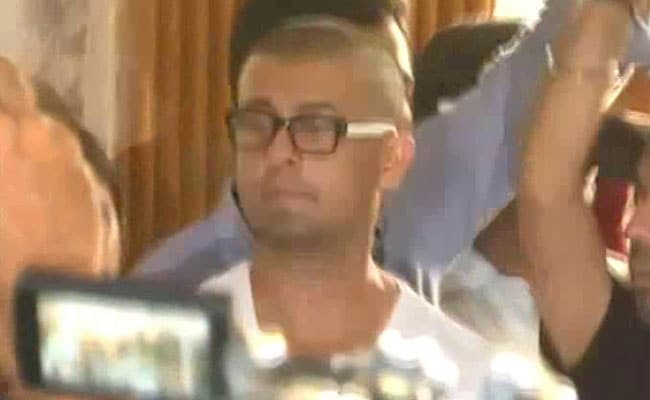 Sonu Nigam Shaves Head As Promised. Twitter Is Buzzing