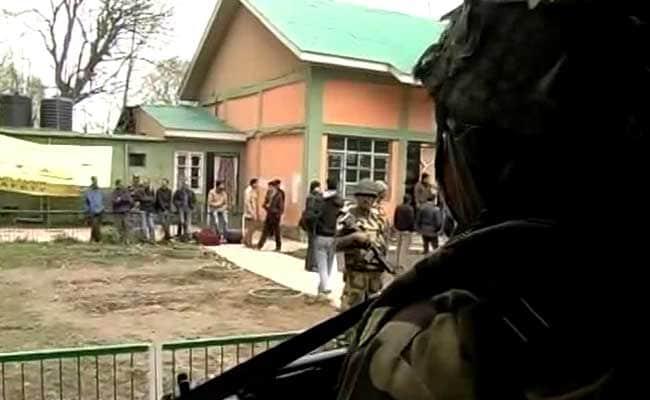 श्रीनगर उपचुनाव: बडगाम में वोटिंग के दौरान सुरक्षाबलों की फायरिंग में तीन युवकों की मौत