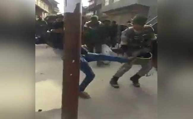 Jawan, Slapped And Kicked By Mob In Srinagar, Calmly Walks On In Video