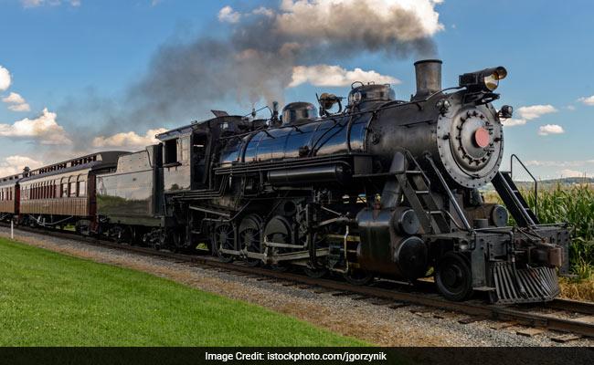 OMG : 50 साल में पहली बार 90 मील की रफ्तार से दौड़ी 'भाप ट्रेन'