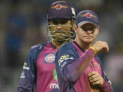 IPL 2017: Steve Smith Rushes to MS Dhoni For Advice Before Tense Final Over vs MI