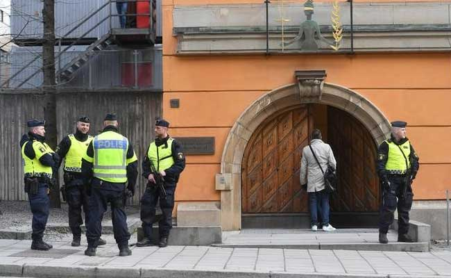Cop stabbed in the street in Stockholm sparking massive police operation