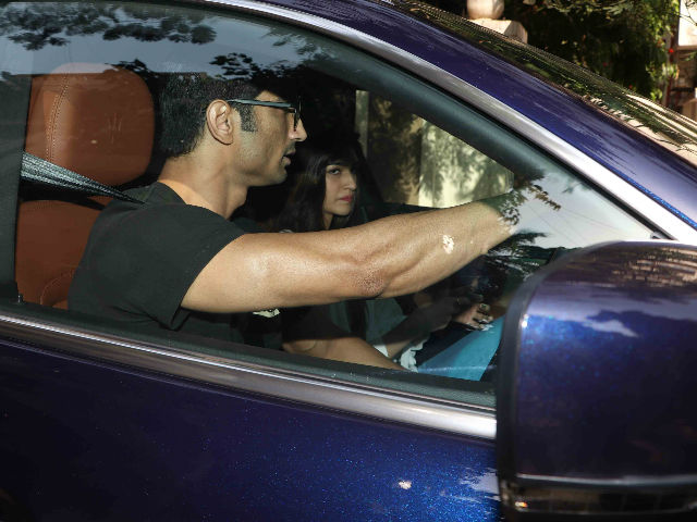 Sushant Singh Rajput Takes Kriti Sanon For A Drive. See Viral Pics