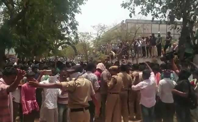 Angry Chilly Farmers In Telangana Go On Rampage, Break ACs, Fans In Khammam Market