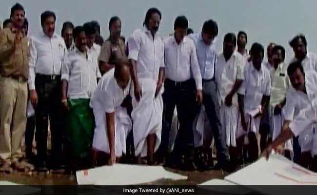 Tamil Nadu Minister Uses Thermocol To Save Water. Twitter In Splits