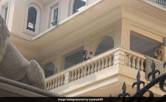 बेटे लक्ष्य को लेकर 'गोलमाल अगेन' की शूटिंग के लिए हैदराबाद पहुंचे तुषार कपूर