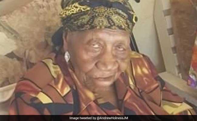 117 साल की है ये महिला, इस उम्र में भी खेतों में काटती है गन्ना