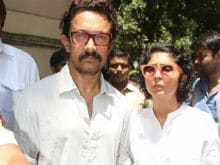 Reema Lagoo's Co-Star Aamir Khan Visits Her Family