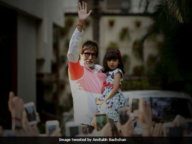 Amitabh Bachchan's Sunday Darshan Had A Bonus Bachchan - Aaradhya, Who Was 'A Little Afraid'