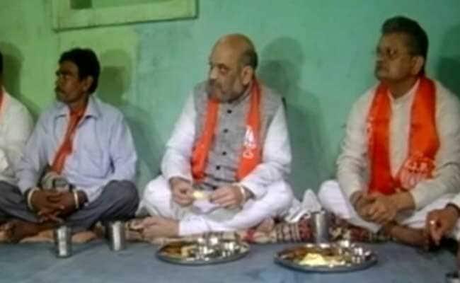 गुजरात : अमित शाह के दौरे से पहले आदिवासी के घर लगाया गया कूलर, शौचालय, गैस सिलिंडर!