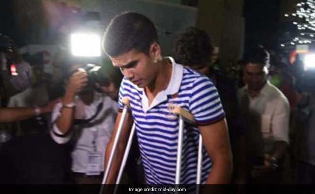 'Desi' Bieber, Arjun Tendulkar, Goes For Original's Show On Crutches