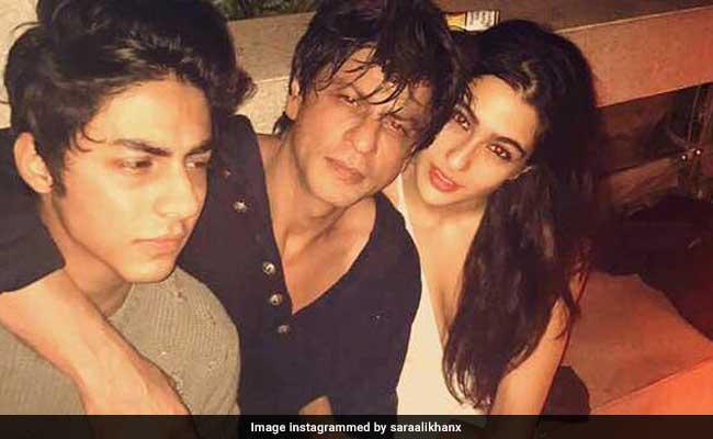Inside Photos: करण की बर्थडे पार्टी में सैफ की बेटी के साथ दिखे शाहरुख खान के बेटे