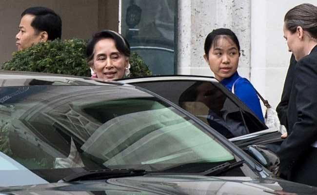 Suu Kyi Receives Award On Visit To UK Despite Protest