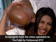 यह क्या, इंटरव्यू देती प्रियंका चोपड़ा को फिर KISS कर गया यह हॉलीवुड एक्टर...देखें वीडियो
