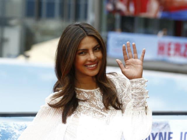 Priyanka Chopra Attends Baywatch Berlin Premiere, Meets David Hasselhoff