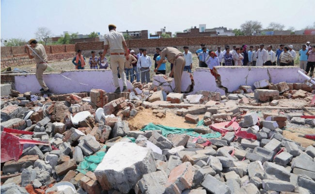 Bharatpur Wall Collapse: Rajasthan Chief Minister Vasundhara Raje Meets The Injured