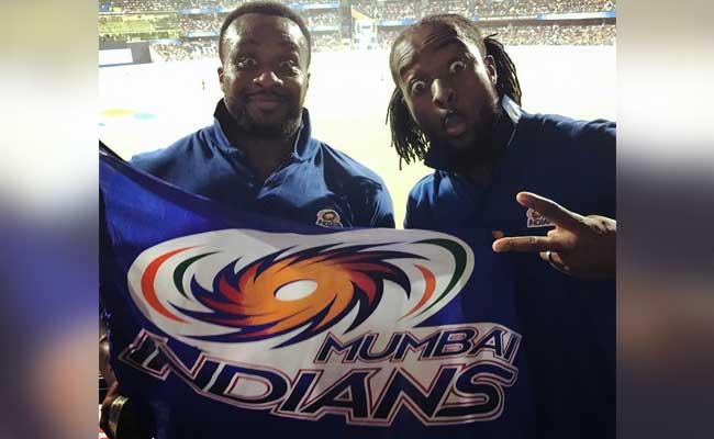 WWE के दो चैंपियन पहलवान भी हैं क्रिकेट के दीवाने! IPL में पहुंचकर की मस्ती, देखें PICS, Video