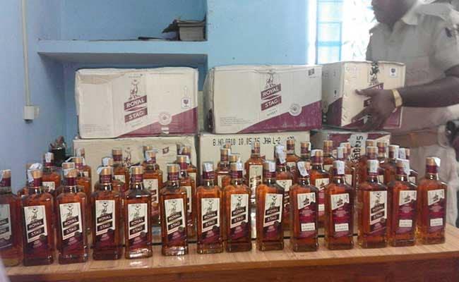 बिहार : पूर्णिया में कंटेनर से बड़ी मात्रा में शराब बरामद, 4 गिरफ्तार