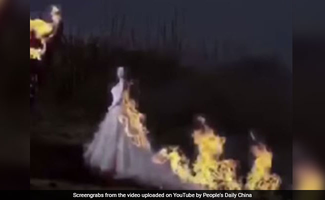 bride sets wedding gown on fire china
