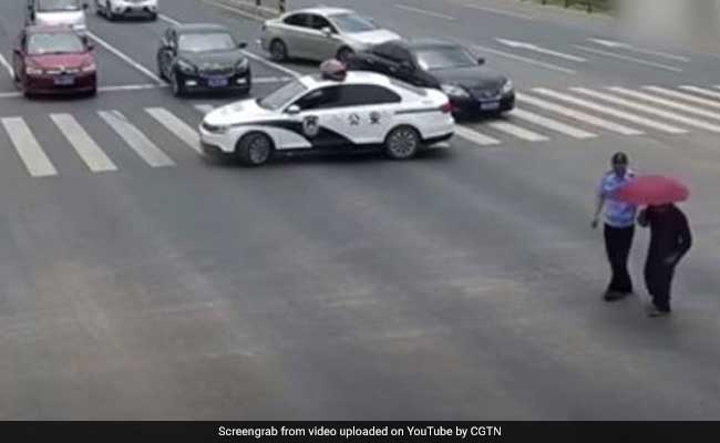 Cop Halts Traffic To Help Elderly Man Cross Road In Heartwarming Video