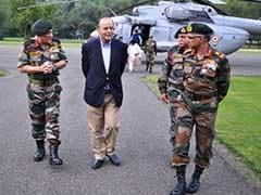रक्षा मंत्री अरुण जेटली और सेना प्रमुख बिपिन रावत ने कश्मीर में सुरक्षा हालात का जायजा लिया