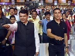 'Akshay Kumar Doesn't Age,' Says Devendra Fadnavis, Seeks Fitness Tips