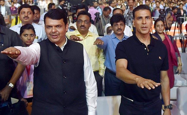'Akshay Kumar Doesn't Age,' Says Devendra Fadnavis, Seeks Fitness Tips