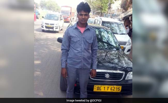 Taxi Driver Returns Bag With Valuables Worth 8 Lakh in Delhi