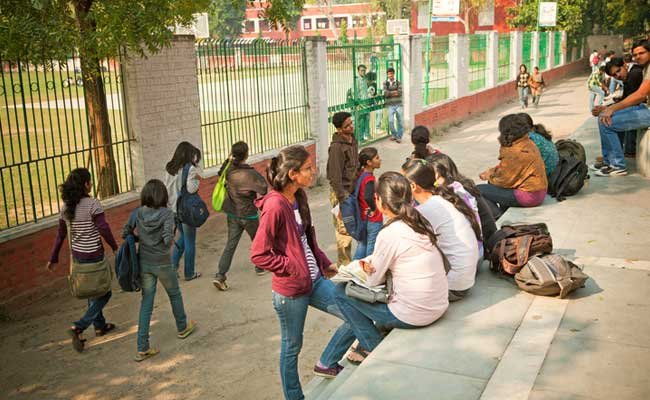 DU Admission First Day: High Cut-Offs, Overloaded Website Play Spoilsport