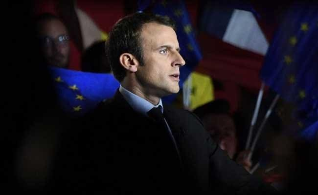 French artists back Macron at free concert