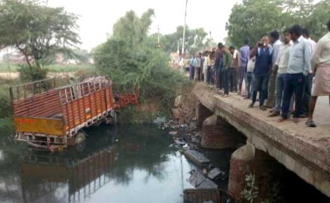 14 Dead, 25 Injured After Mini Truck Overturns In UP's Etah