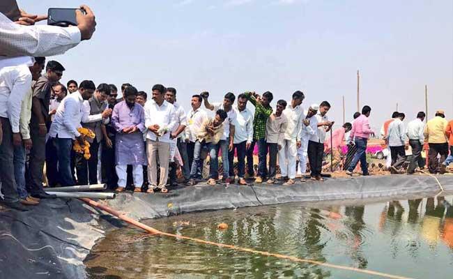 महाराष्ट्र : CM की महत्वाकांक्षी सिंचाई परियोजना पर बवाल, शिवसेना ने लगाया भ्रष्टाचार का आरोप