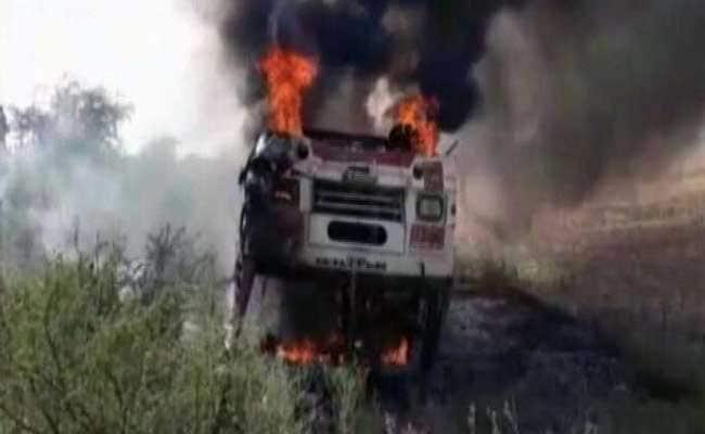 दर्दनाक हादसा : UP में बांदा से हमीरपुर जा रही बस में आग, 4 लोगों की मौत