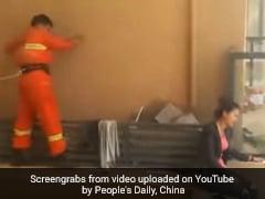 जांबाज ने जान पर खेलकर 15वें माले पर सुसाइड करने गई महिला को बचाया