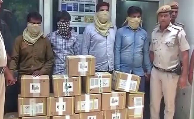 दिल्ली में 1 करोड़ की कीमत के मोबाइल से भरा ट्रक लूटा, 4 गिरफ्तार