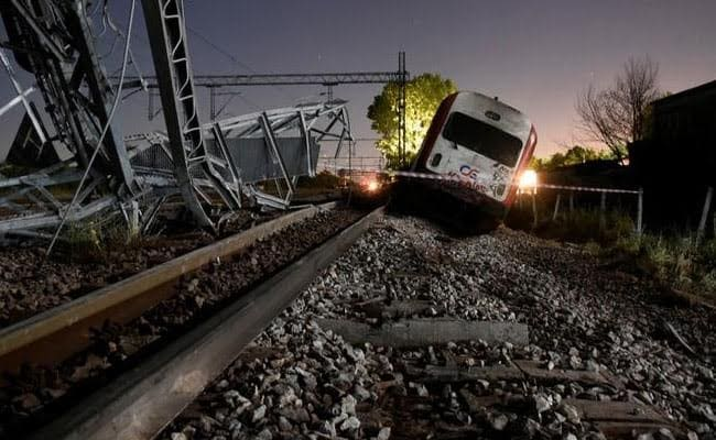 At Least 2 Dead As Greek Passenger Train Derails