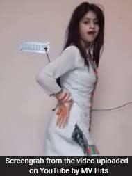 इंटरनेट पर धमाल मचा रही है यह लड़की, अपने घर पर शूट किया है यह डांस वीडियो