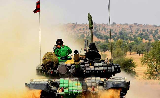 भारतीय सेना ने थार के रेगिस्तान में युद्धाभ्यास किया, करीब 20,000 सैनिकाेंं ने हिस्सा लिया