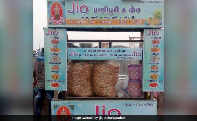 100 रुपए में यहां खाएं अनलिमिटेड गोलगप्पे, सोशल मीडिया पर छाया JIO पानी पूरी वाला