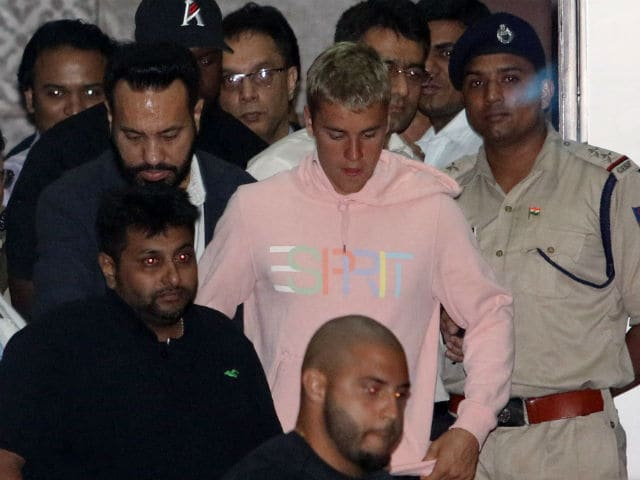 Justin Bieber Concert: Singer Navigates Mumbai Airport, Salman Khan's Bodyguard By His Side